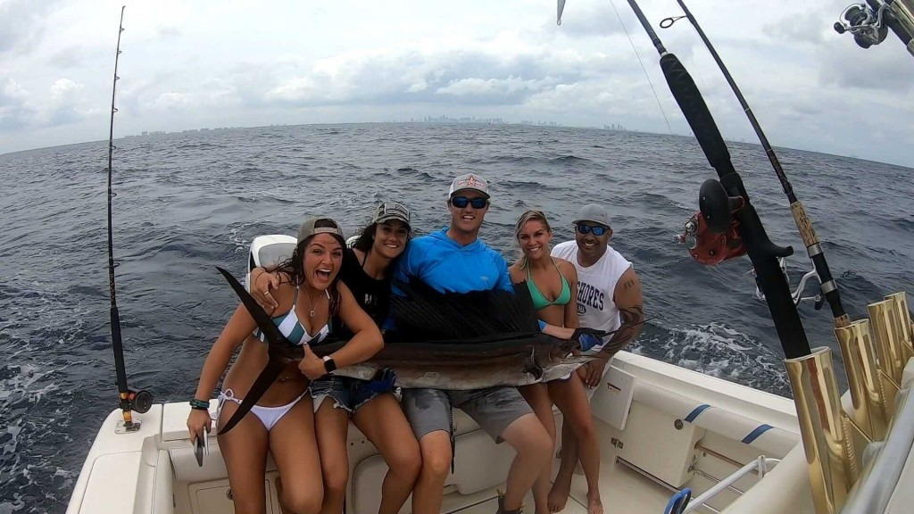 Miami Sportfishing - 38' Young Brothers | Captain Experiences